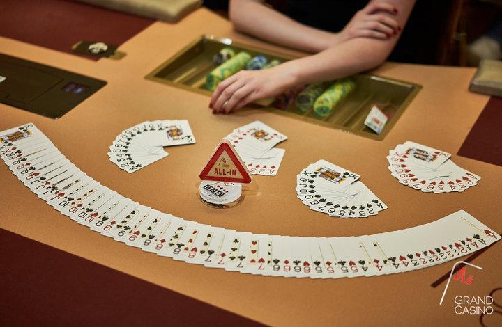 Simple poker games